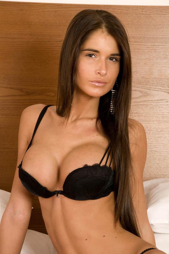 brune gros seins au numero sexe